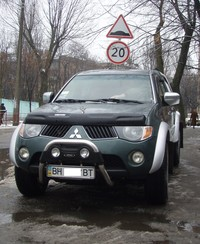 mitsubishi_l200_outside_ntray_2730_5921_5911_igo8_2din_small.jpg